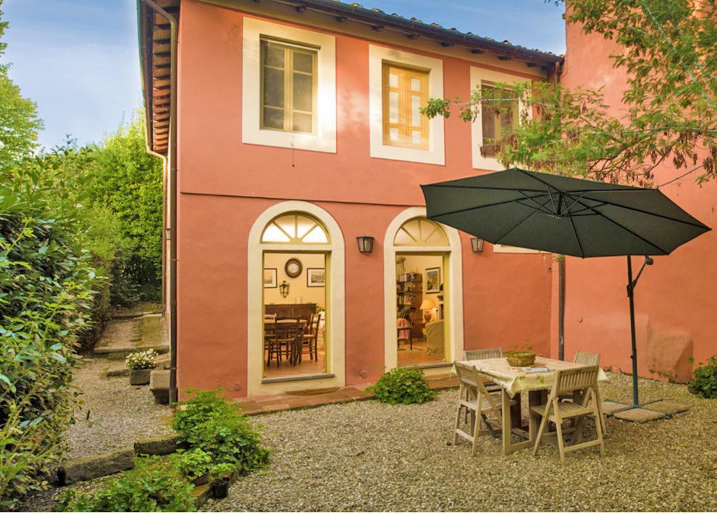 villa stalle bei lucca f r 5 personen tritt. Black Bedroom Furniture Sets. Home Design Ideas