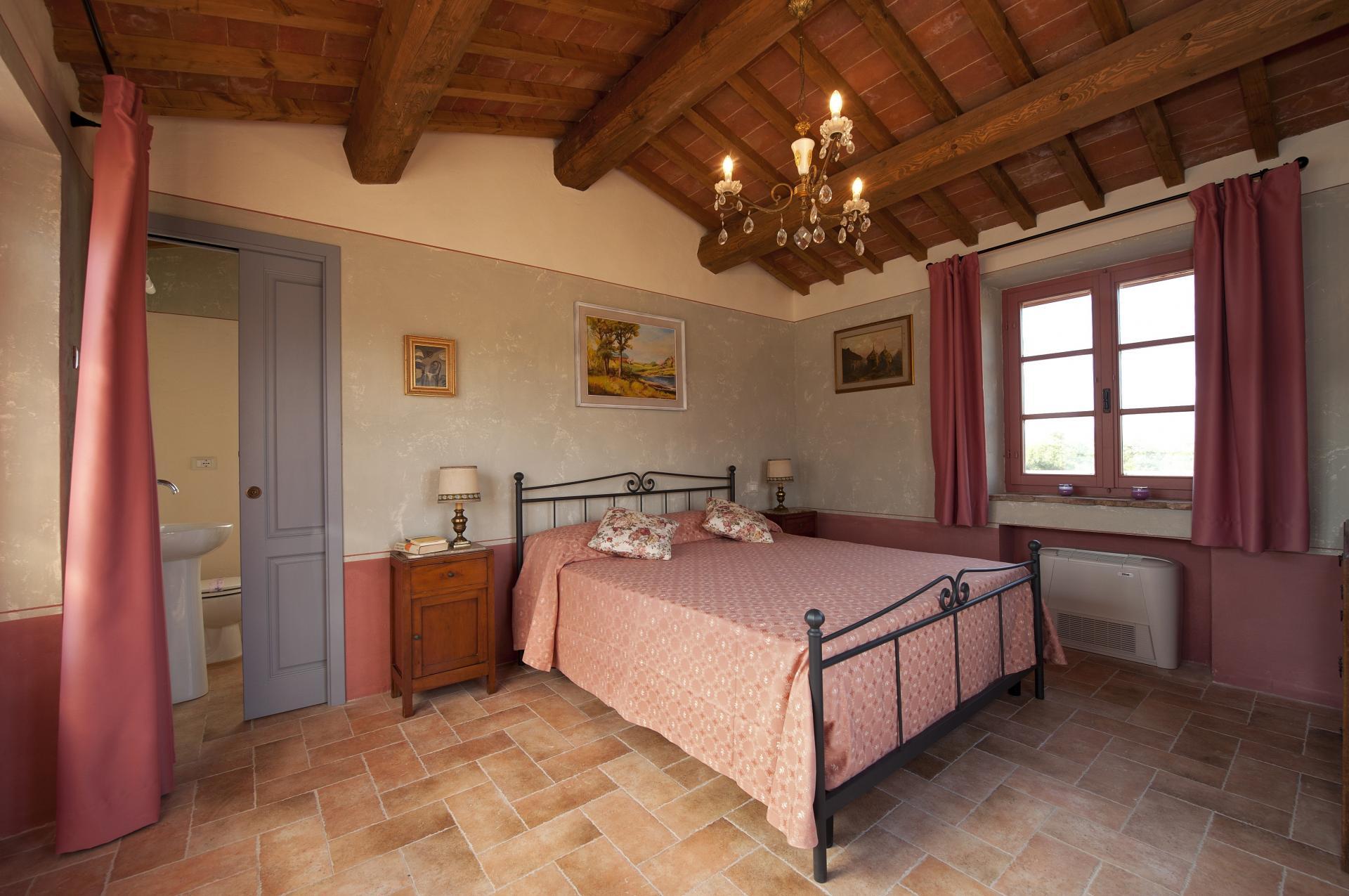 Doppelbettschlafzimmer Im Alleinstehenden Haus